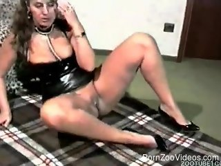 Hot milf shakes inches of her dog's dick in crazy xxx